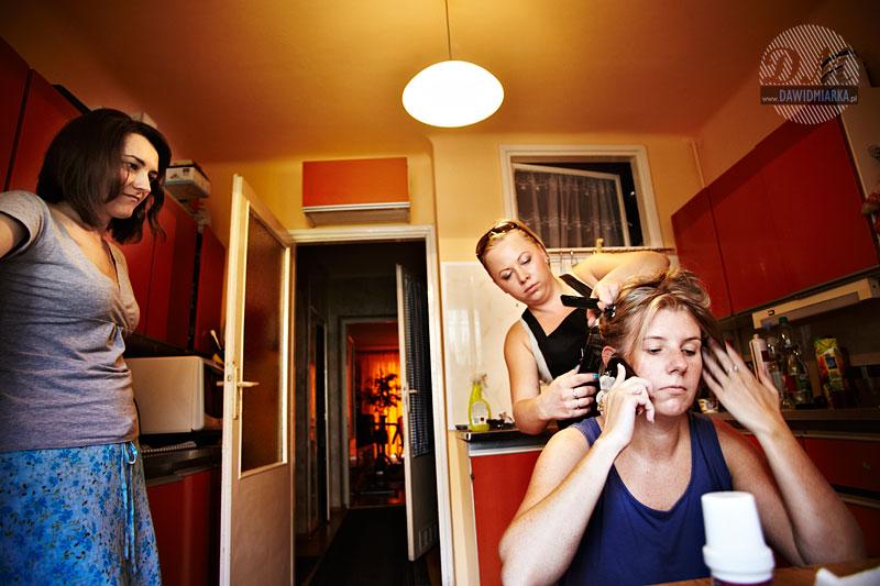 Fryzjerka w mieszkaniu Młodej Pani