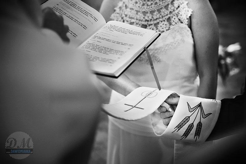 Zdjęcia ślubne podczas przysięgi małżeńskiej