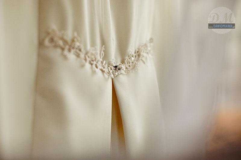 ozdoby i dodatki do sukni ślubnej