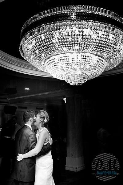 Zdjęcia tańczącej Młodej Pary