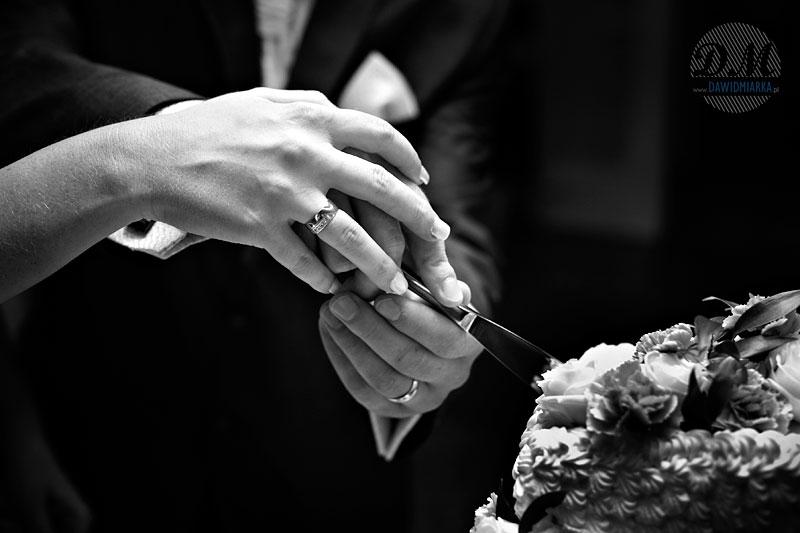 Zdjęcia weselne - krojenie tortu