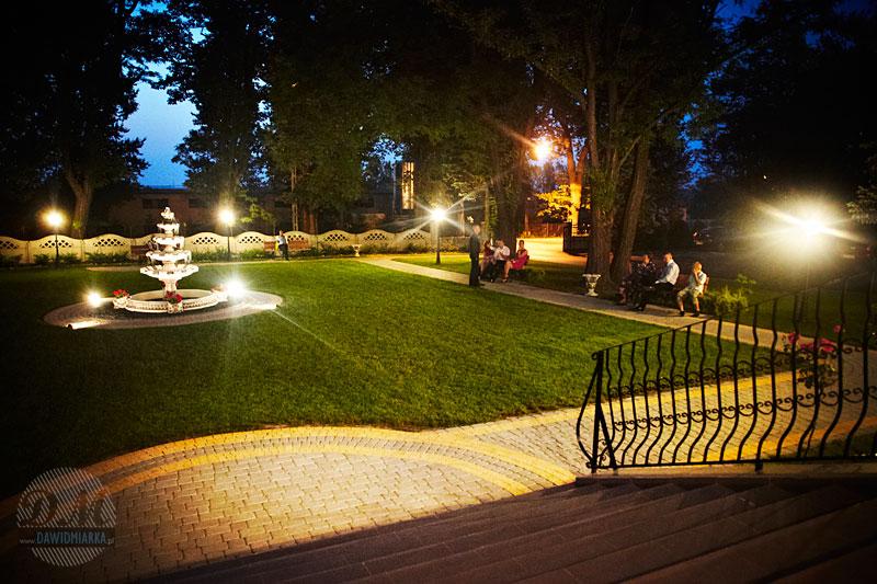 Zdjęcia z wesela w ogrodzie przy dworku