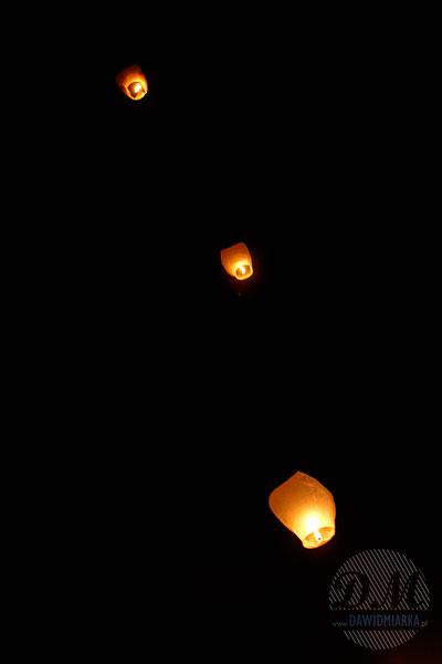 Lampiony szczęścia wypuszczane na weselu Bestwinka