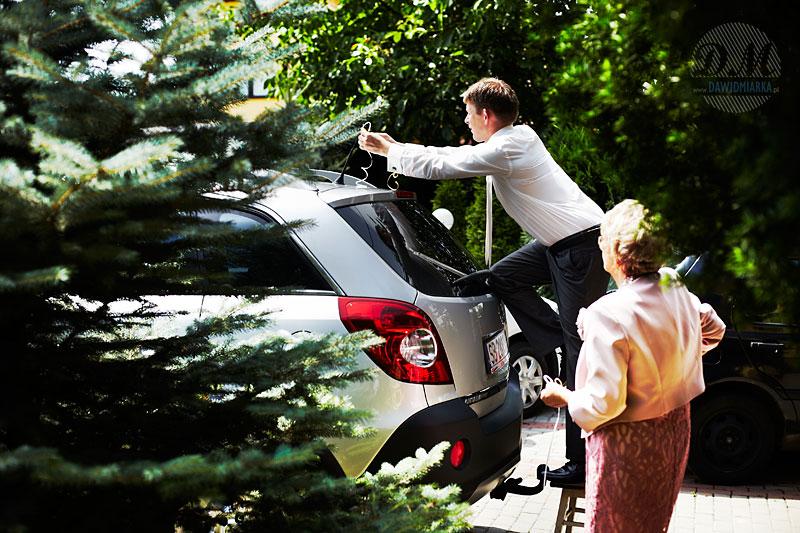 Dekoracje do samochodu ślubnego