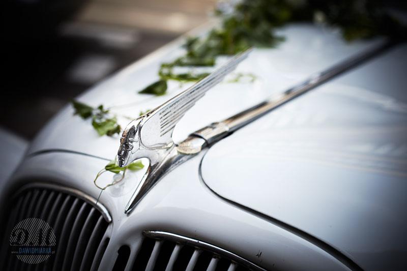 Jak udekorować luksusowy samochód do ślubu