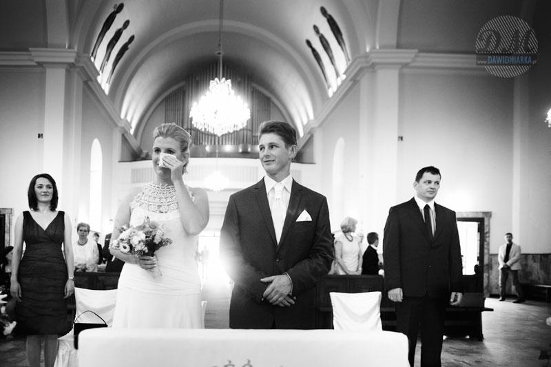 Pani Młoda płacząca na ślubie - zdjęcia