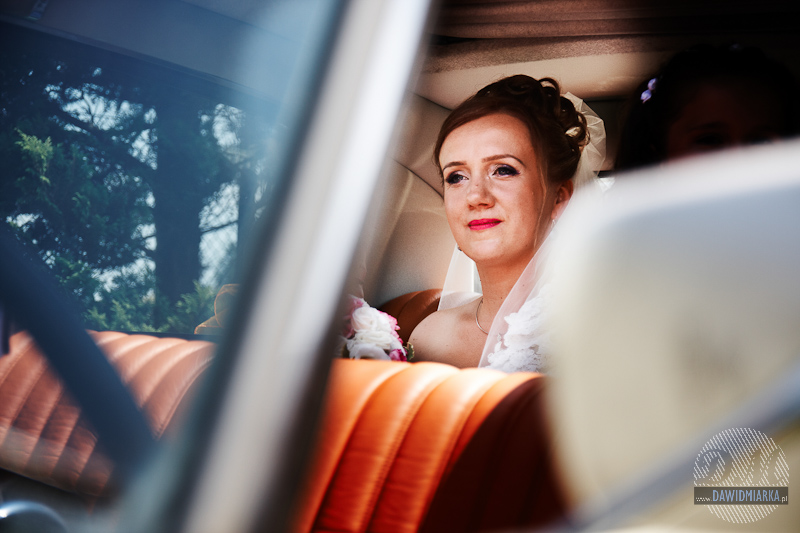 Zdjęcia ślubne w samochodzie