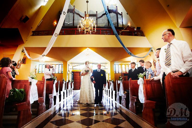 Zdjęcia ze ślubu z wejścia Młodej Pani do kościoła