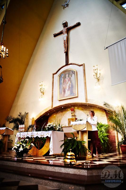Rodzina Młodej Pary odczytuje czytania i psalmy podczas Mszy Świętej