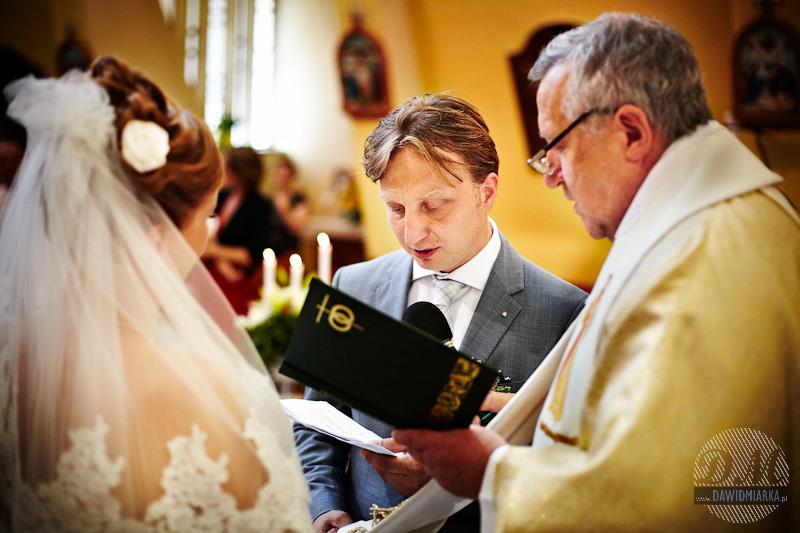 Zdjęcia Młodego Pana podczas przysięgi małżeńskiej