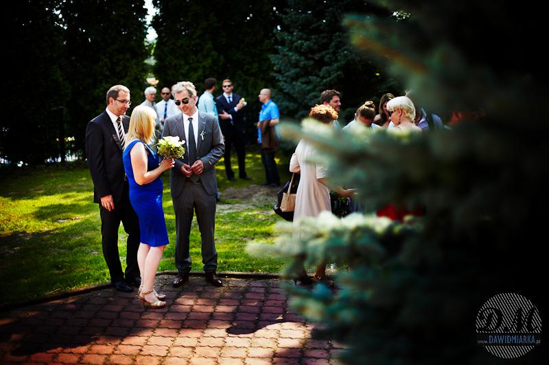 Fotografia ze ślubu podczas składania życzeń