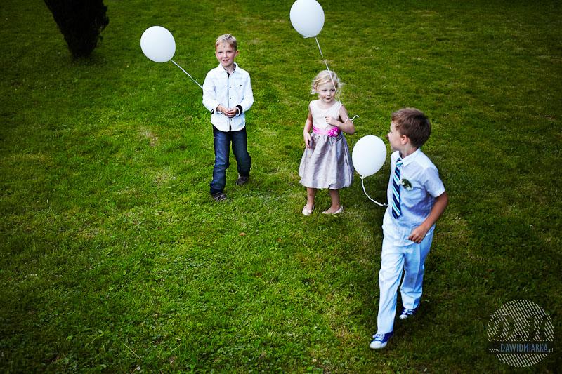 Dzieci z balonami na weselu Zakrzów