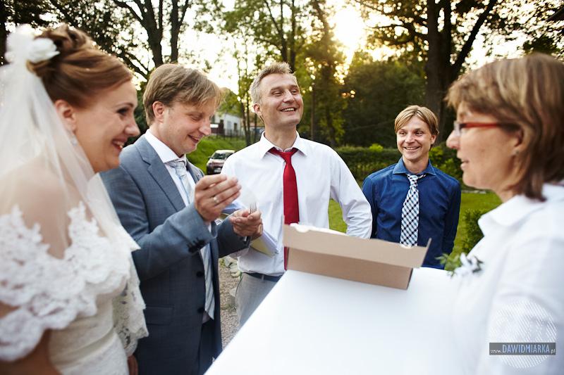 Pomysł na ciekawy prezent weselny dla Młodej Pary