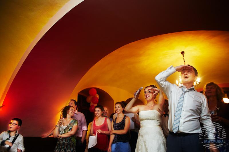 Zdjęcia Młodej Pary na weselu podczas zabawy