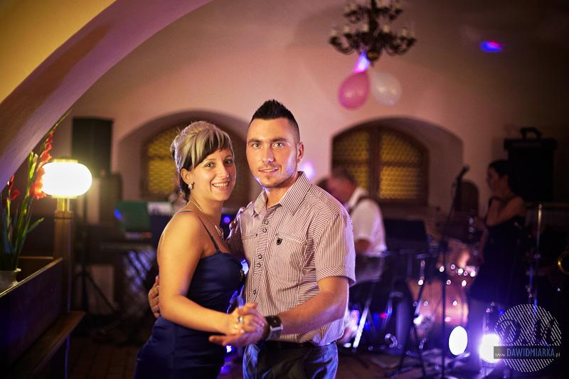 Tańczący goście - zdjęcia ślubne Zakrzów