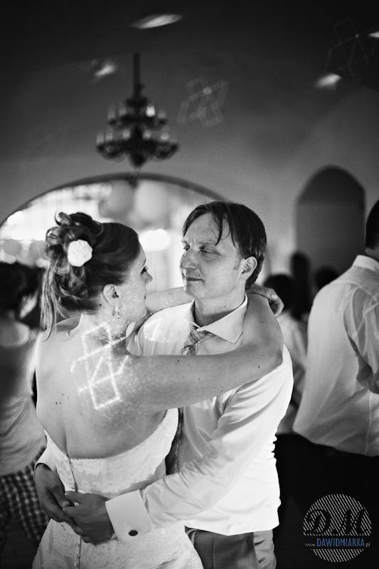 Zdjęcia ślubne Młodej Pary w czerni i bieli
