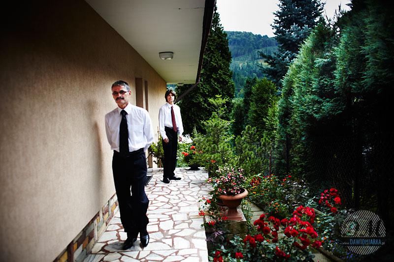 Goście weselni przed uroczystością zaślubin