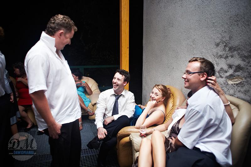 Reportaż z wesela - ujęcie na gości weselnych