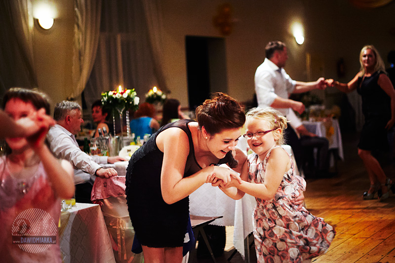 Dziecko na ślubie i weselu