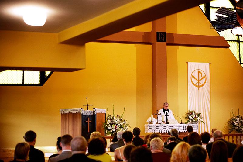 Zdjęcia na ślubie wykonane podczas uroczystości zaślubin