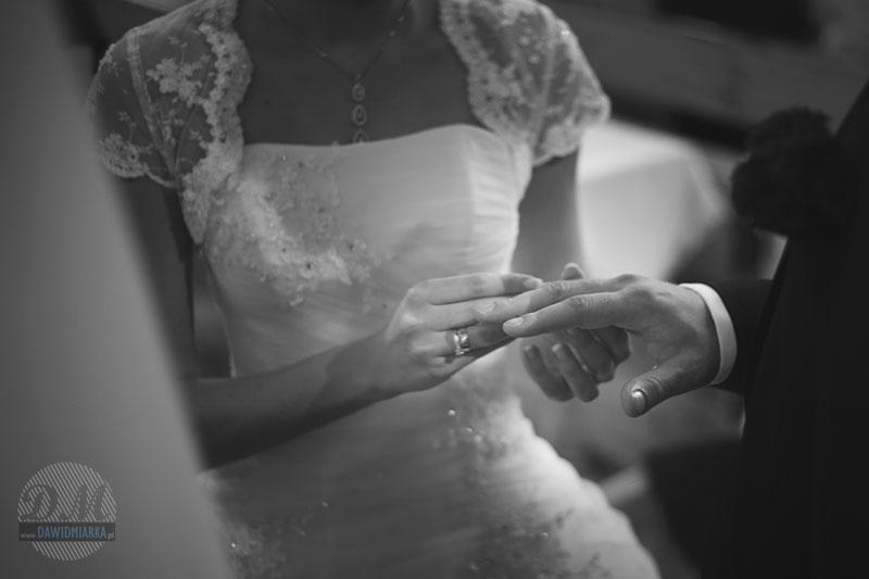 Przyjmij tę obrączkę, jako znak mojej miłości i wierności ...