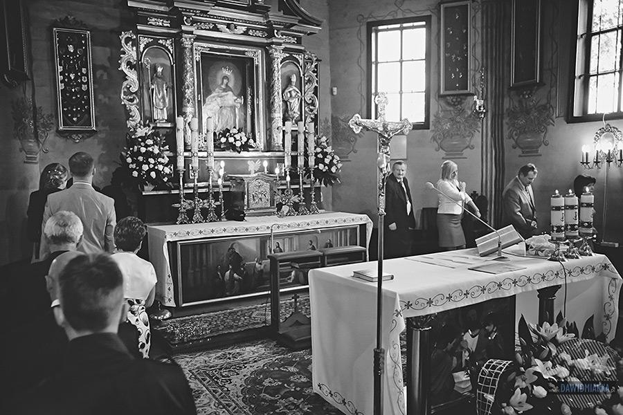 Obchodzenie ołtarza w Starym Sączu. Fotografia ślubna.