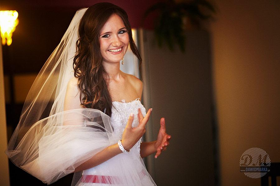 Piękna panna młoda na zdjęciu. Fotograf na ślub Kraków.