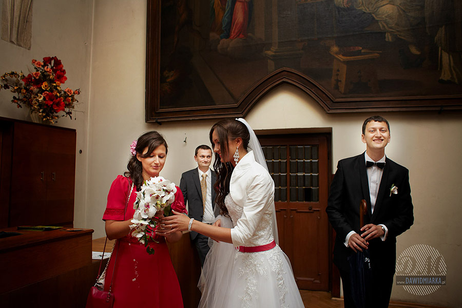 Para młoda w zakrystii w Bazylice Dominikanów w Krakowie.