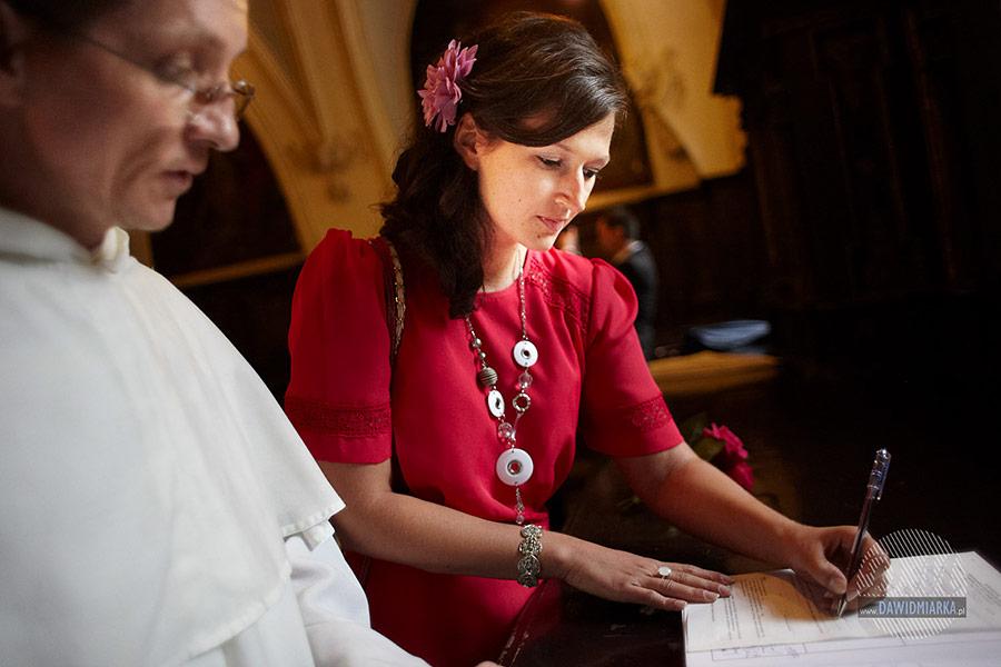 Podpisy świadków przed ślubem.