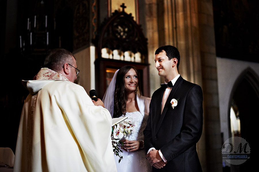 Para młoda przed przysięgą. Fotografia ślubna Wadowice.