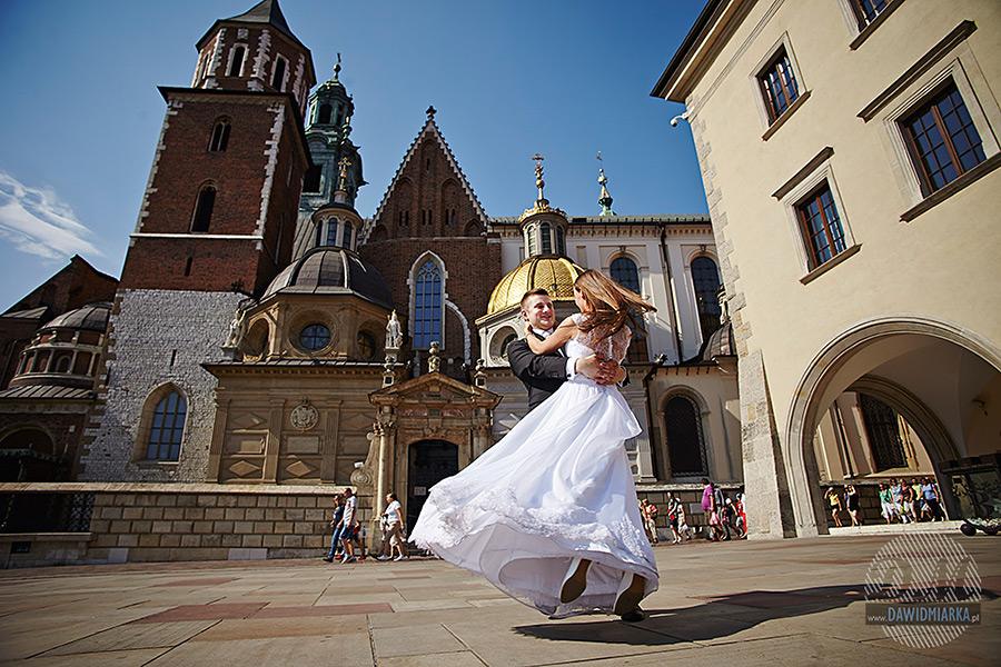 Plener ślubny na dziedzińcu wawelskim.