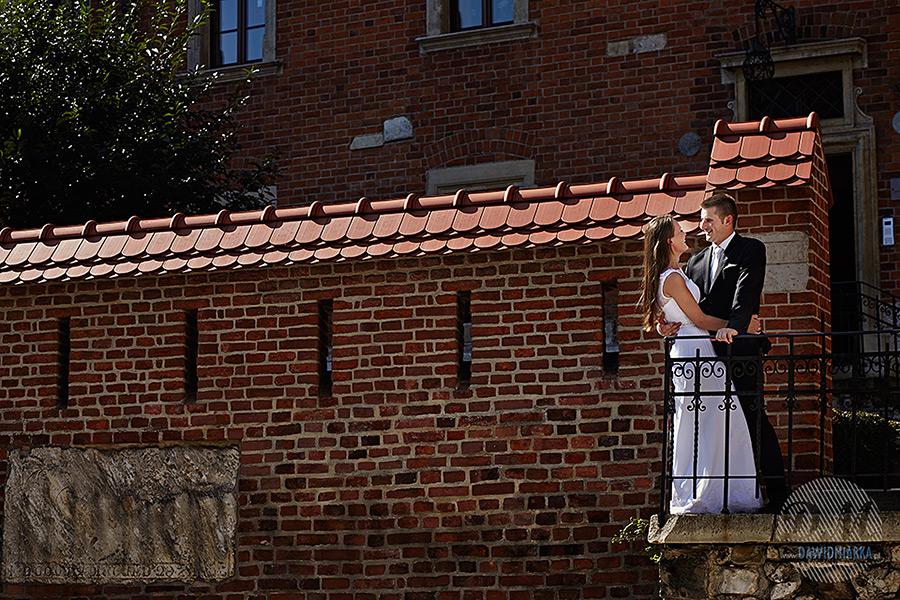 Para młoda na Wawelskim balkonie