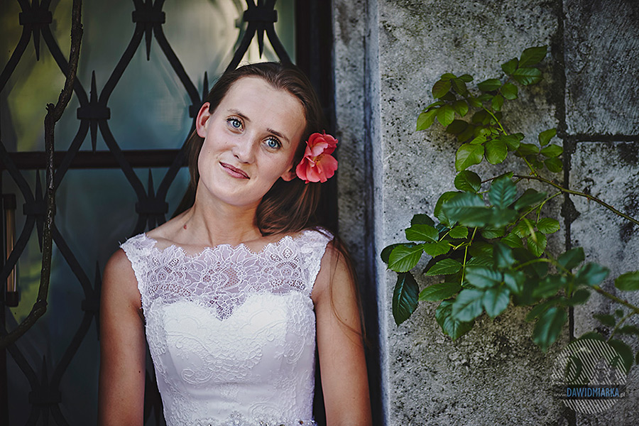 Panna młoda na zdjęciu plenerowym na Wawelu Kraków.